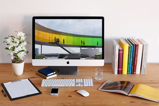 Home Desk = Work Environment: How Freelancers & Contractors Can Stay Focused On The Job At Home