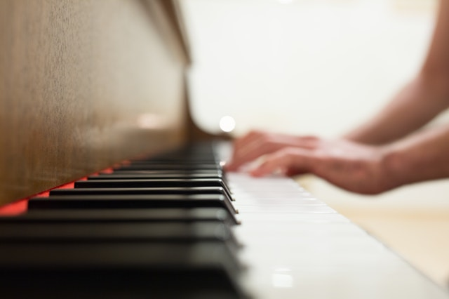 The Great Benefits of Learning to Play a Piano